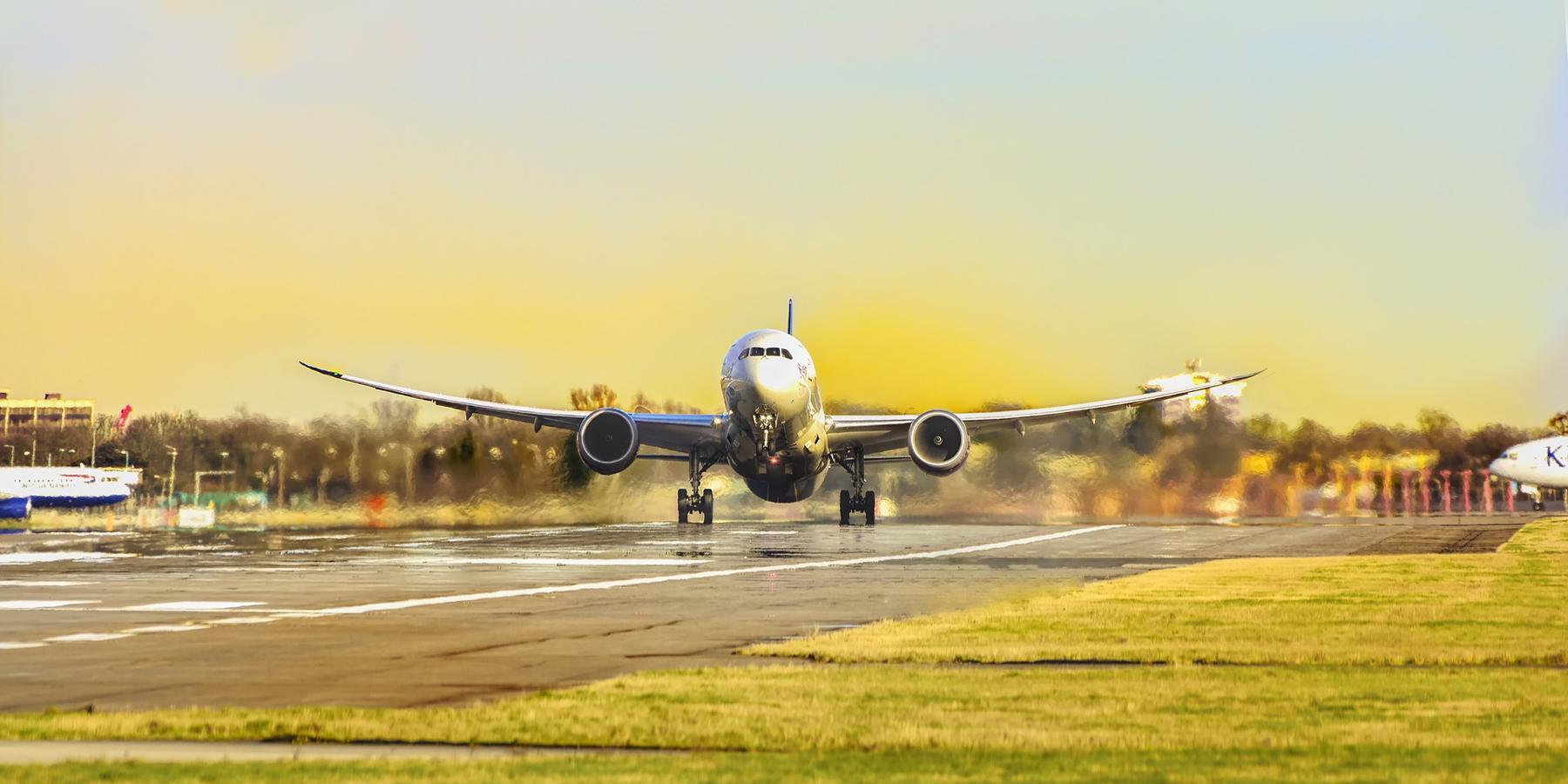 Добраться в Черногорию самолётом
